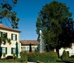 ESTERNO - giardino con pozzo-fontana LOCANDA DELL'ARTE - foto Stefania Monsini
